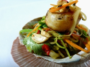 Green Papaya Salad with Pan-Roasted Scallops